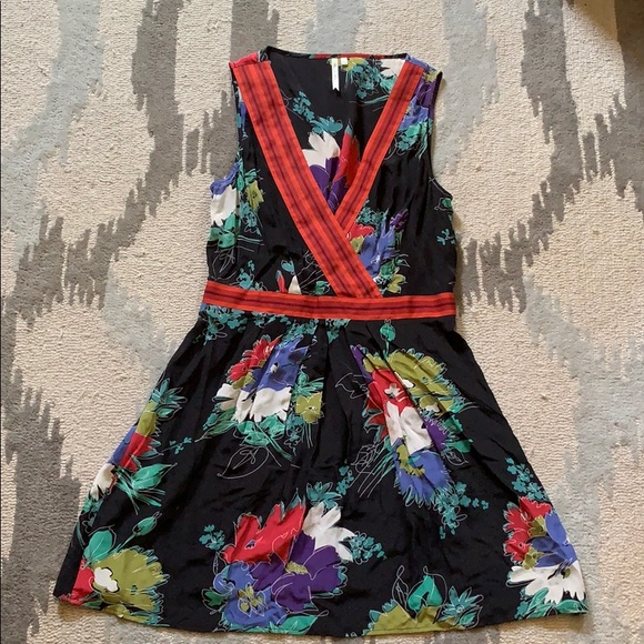 Petticoat Alley Dresses & Skirts - Silk summer dress in floral print